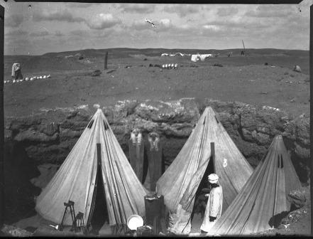 Image PMAN3528 is a picture of Petrie's camp at Sedment where Captain Edward Eustace Miller worked in the 1920-21 season.