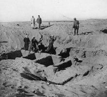 Photograph of work being carried out at Perabsen's tomb at Umm el-Ga'ab. Naville et al. 1914: plate XX fig. 2.